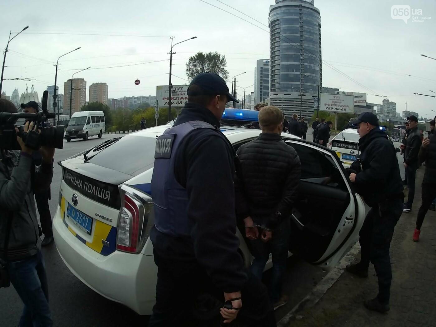 В Днепре на Центральном мосту произошла драка между активистами и полицией (ФОТО, ВИДЕО), фото-6