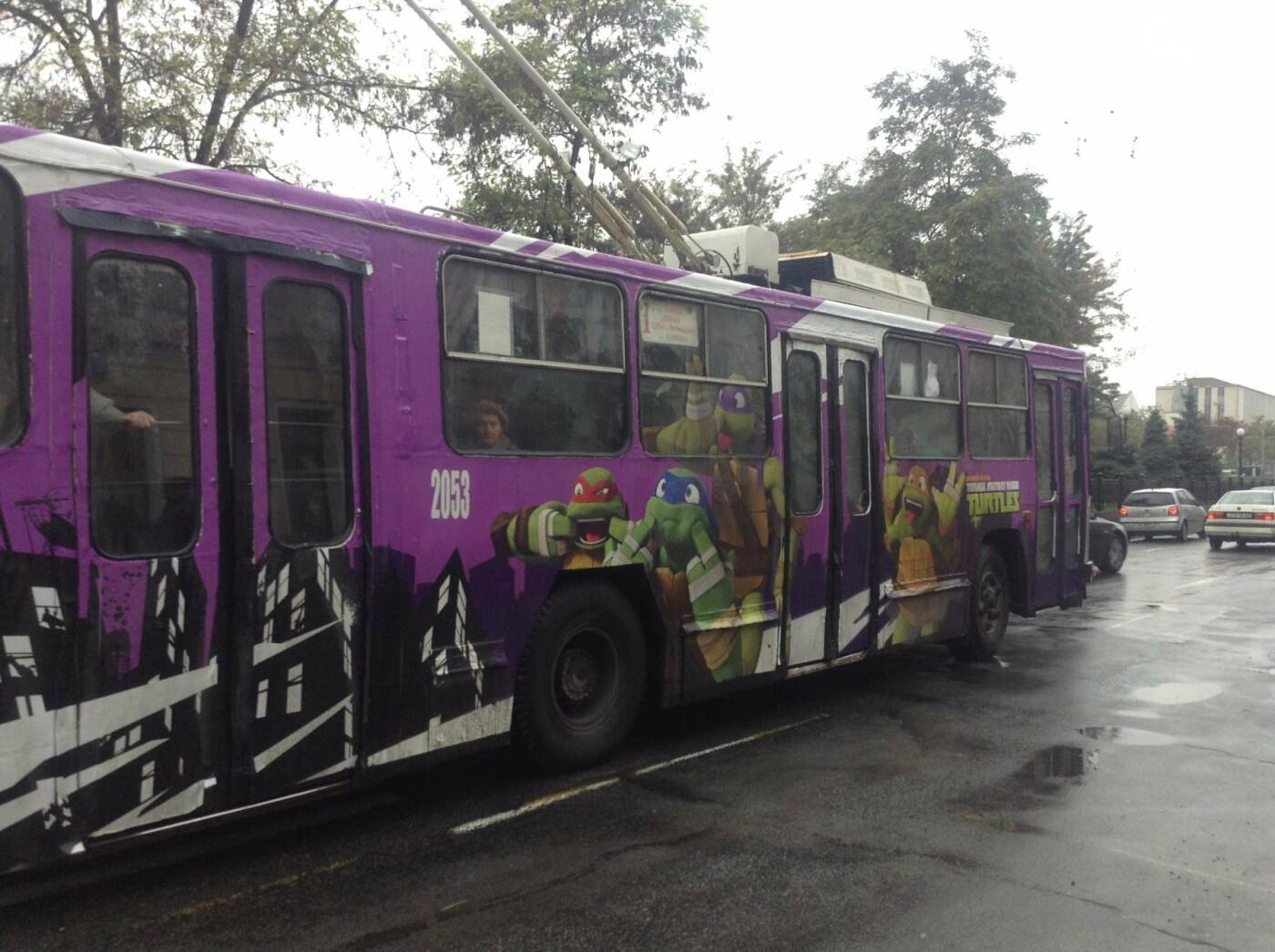 В Днепре курсирует «черепаший» троллейбус (ФОТОФАКТ) , фото-2