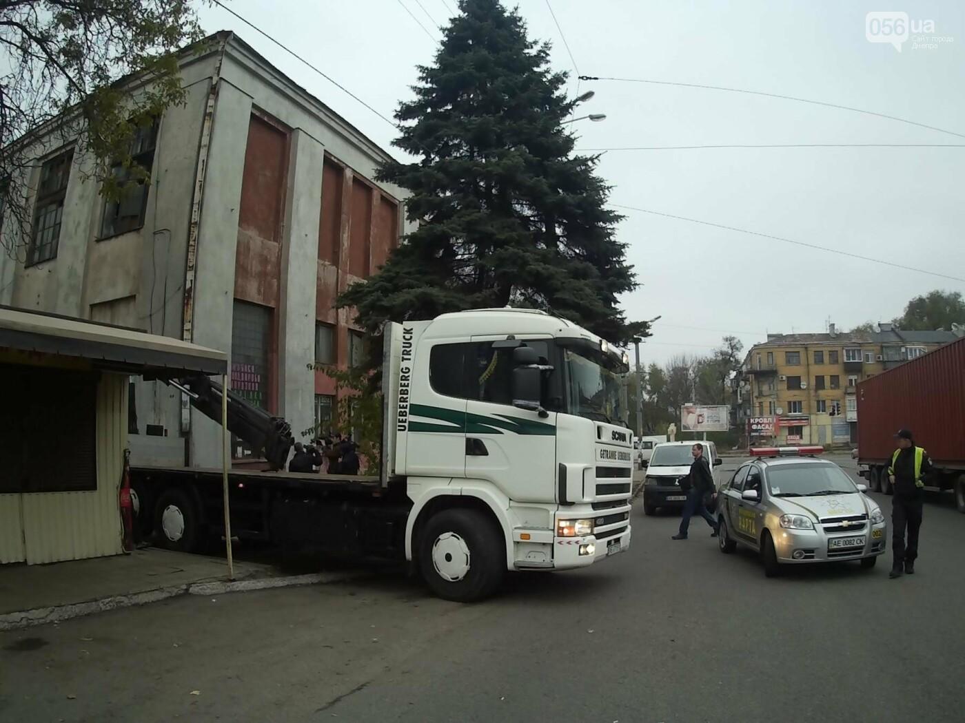 На пр. Нигояна коммунальщики снесли «наливайку» (ФОТО, ВИДЕО), фото-1