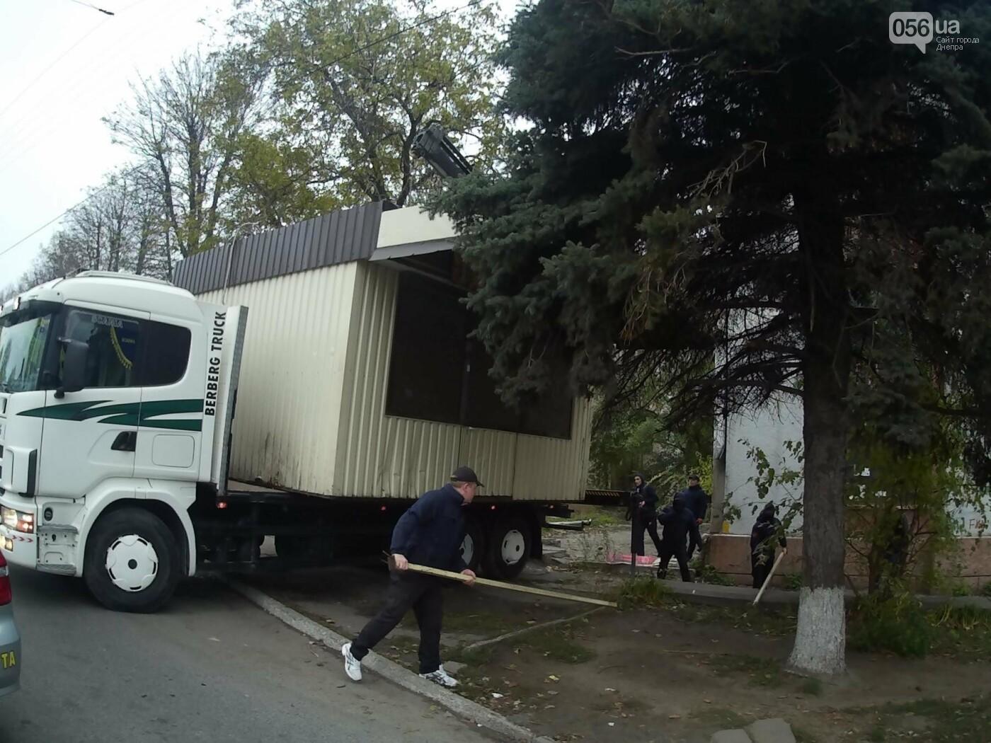 На пр. Нигояна коммунальщики снесли «наливайку» (ФОТО, ВИДЕО), фото-7