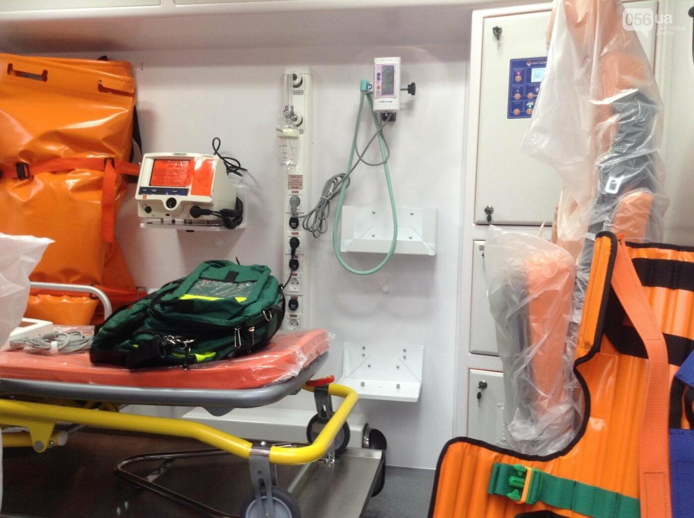 В Днепре медики получили новые реанимобили (ФОТО, ВИДЕО), фото-4