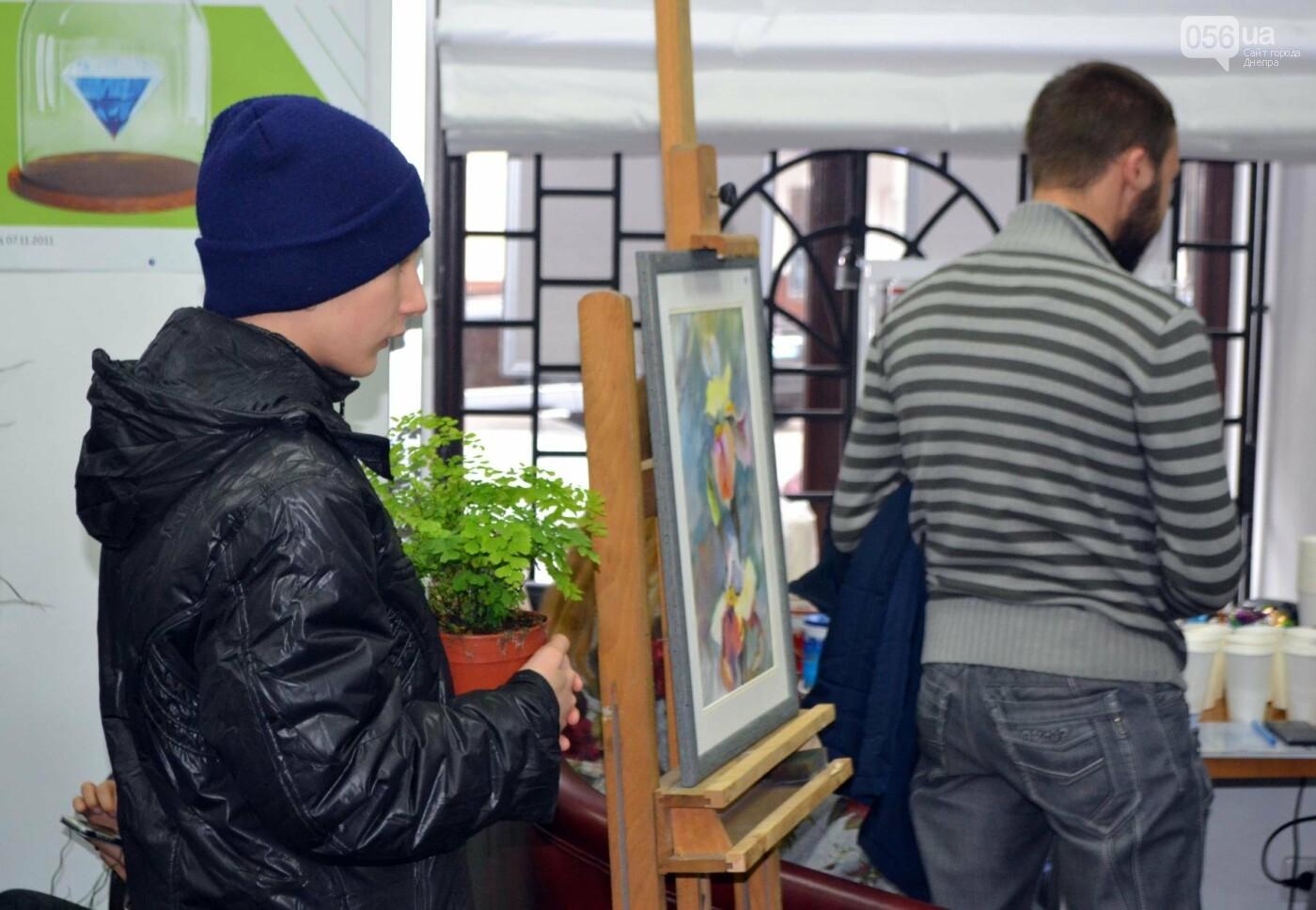 Как днепряне покупают цветы и помогают детям-сиротам (ФОТОРЕПОРТАЖ), фото-1