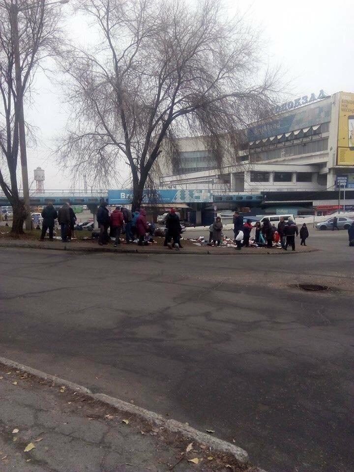 В Днепре ликвидируют стихийный рынок возле Автовокзала (ФОТО), фото-1