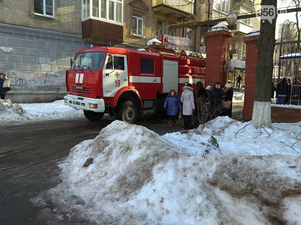 В Днепре пациенты и персонал 56-й поликлиники покинули больницу: что происходит (ФОТО), фото-2