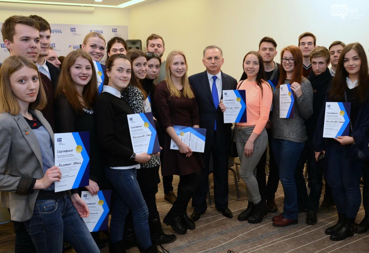 Борис Колесников вручил студентам Днипра дипломы на поездку в Арабские Эмираты, фото-1