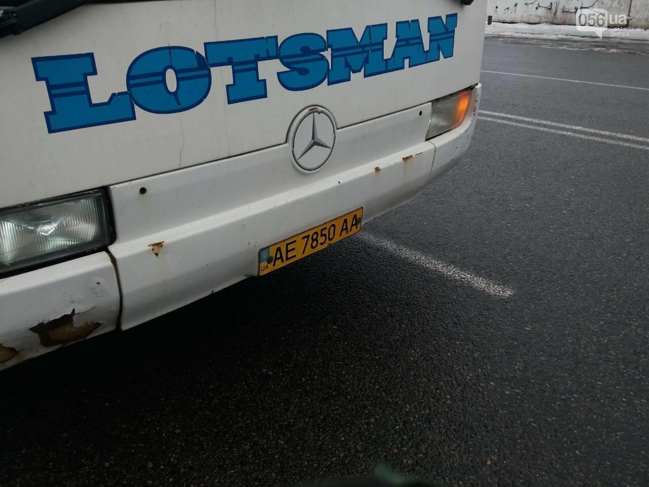 Цена соответствует качеству? В Днепре пассажиров перевозит автобус без дна (ФОТО), фото-3