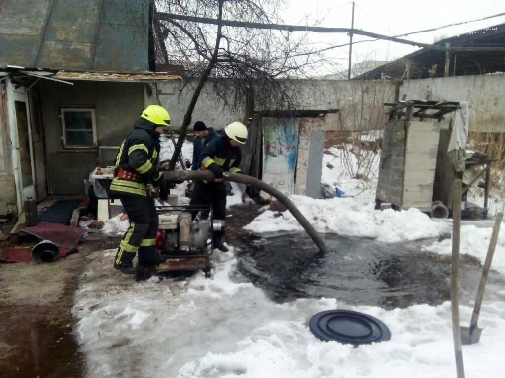 В Днепре грунтовые воды подтапливают дома в частном секторе (ФОТО), фото-1