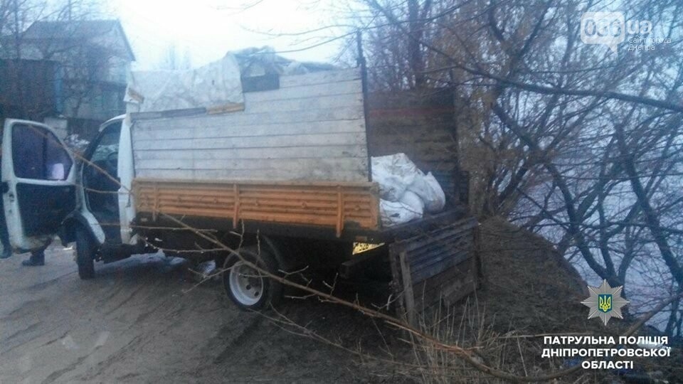 В Днепре двое мужчин выбрасывали строительный мусор в реку (ФОТО), фото-1