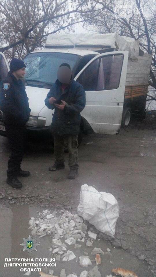 В Днепре двое мужчин выбрасывали строительный мусор в реку (ФОТО), фото-3