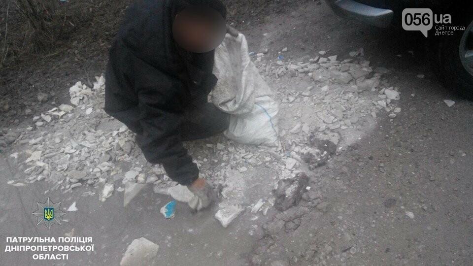 В Днепре двое мужчин выбрасывали строительный мусор в реку (ФОТО), фото-4
