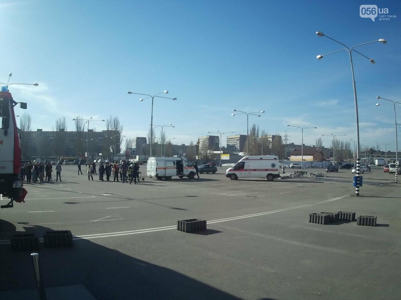 В Днепре спасатели эвакуировали персонал и посетителей из «Каравана» (ФОТО, ВИДЕО), фото-5