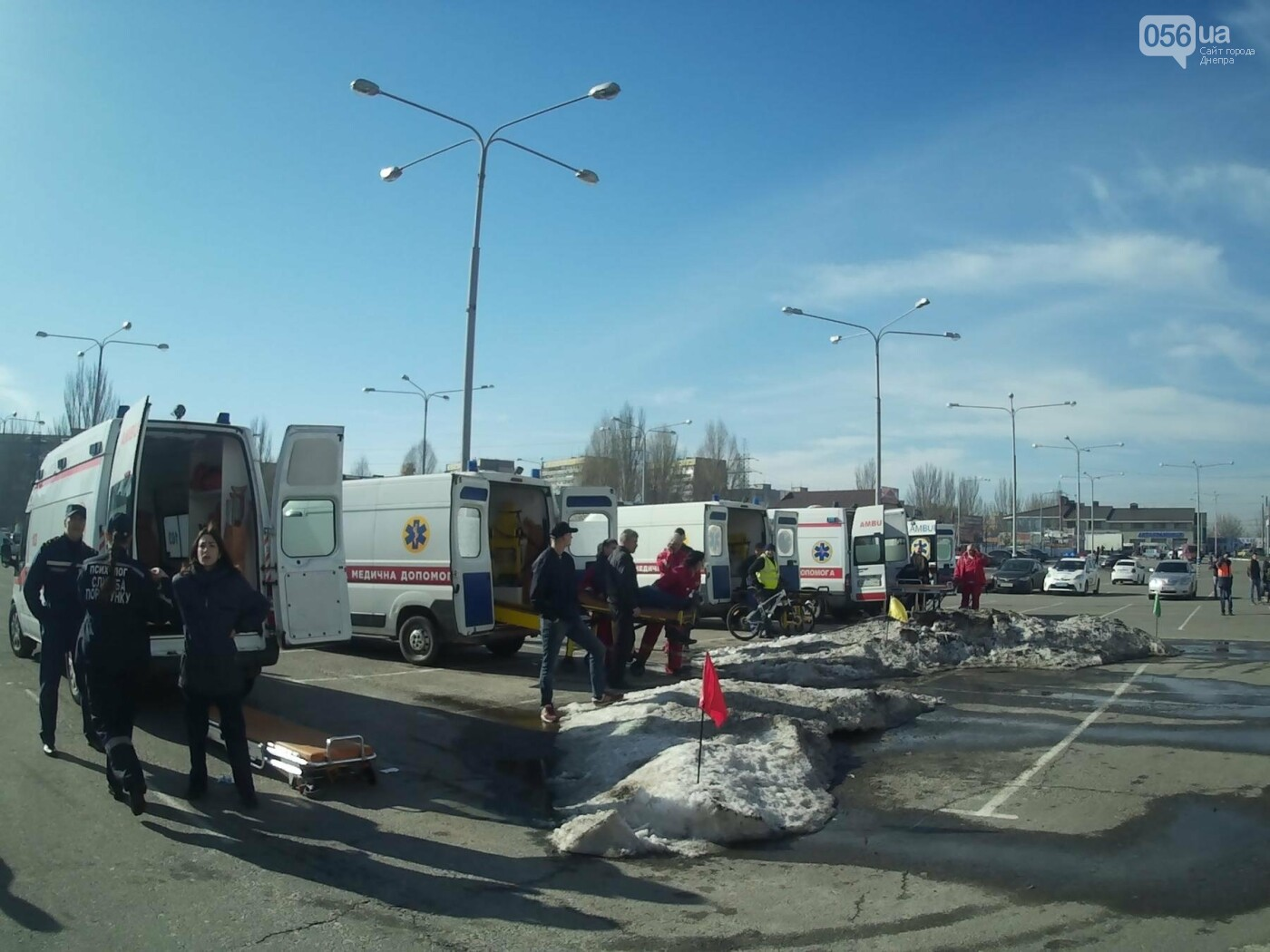 В Днепре спасатели эвакуировали персонал и посетителей из «Каравана» (ФОТО, ВИДЕО), фото-1