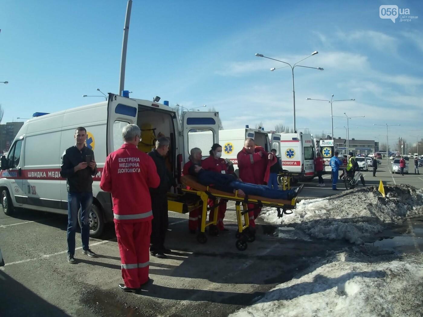 В Днепре спасатели эвакуировали персонал и посетителей из «Каравана» (ФОТО, ВИДЕО), фото-10