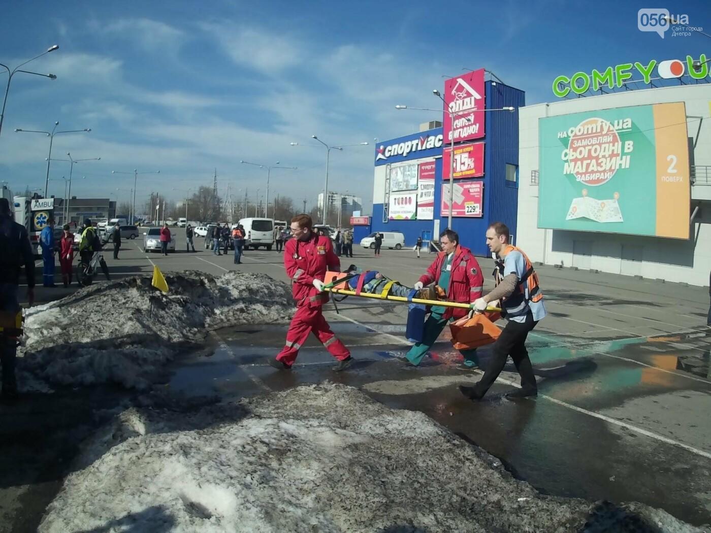 В Днепре спасатели эвакуировали персонал и посетителей из «Каравана» (ФОТО, ВИДЕО), фото-6