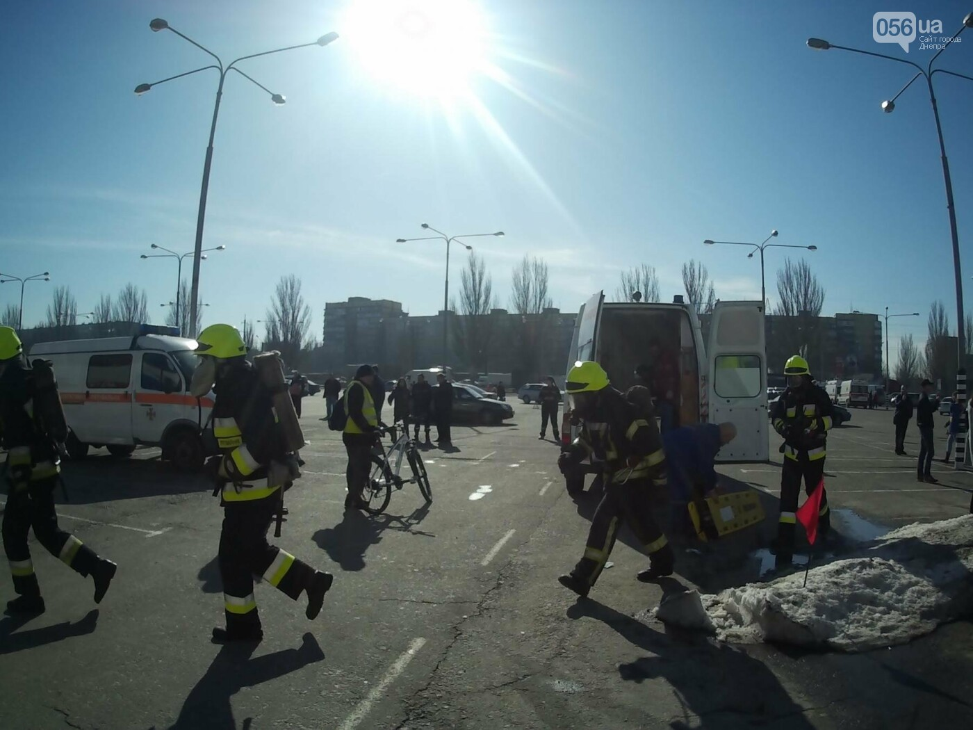 В Днепре спасатели эвакуировали персонал и посетителей из «Каравана» (ФОТО, ВИДЕО), фото-2