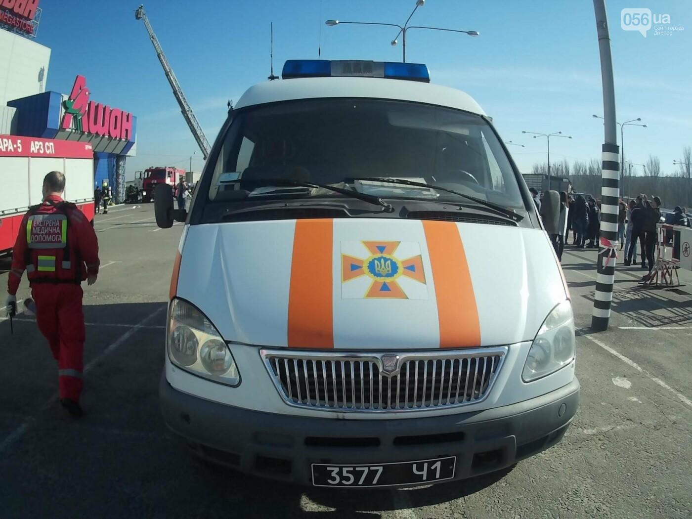 В Днепре спасатели эвакуировали персонал и посетителей из «Каравана» (ФОТО, ВИДЕО), фото-4