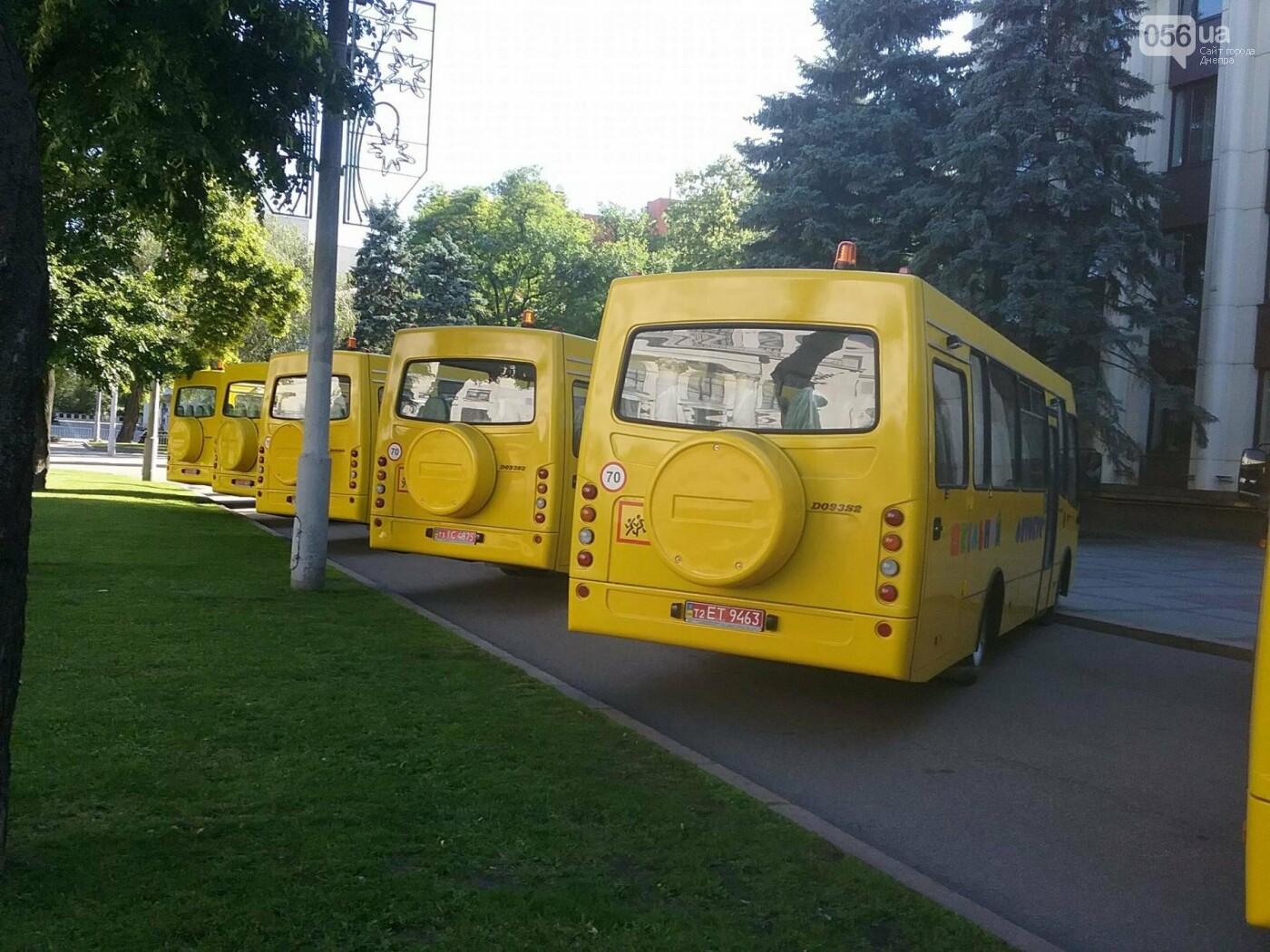 В Днепре представили новые автобусы для областных школ, - ФОТО, фото-1