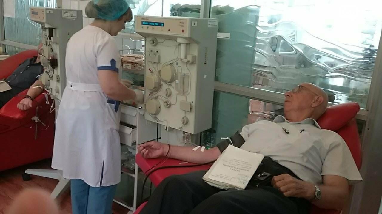 «Кто-то помогает деньгами, а я кровью»: заслуженный донор Украины о том, почему важно сдавать кровь, фото-2