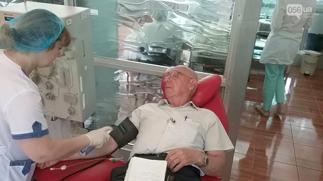 «Кто-то помогает деньгами, а я кровью»: заслуженный донор Украины о том, почему важно сдавать кровь, фото-3