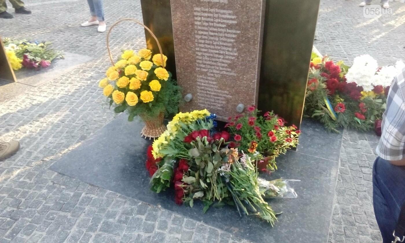 В Днепре почтили память военных погибших в сбитом над Луганском самолете ИЛ-76, - ФОТО, ВИДЕО, фото-9