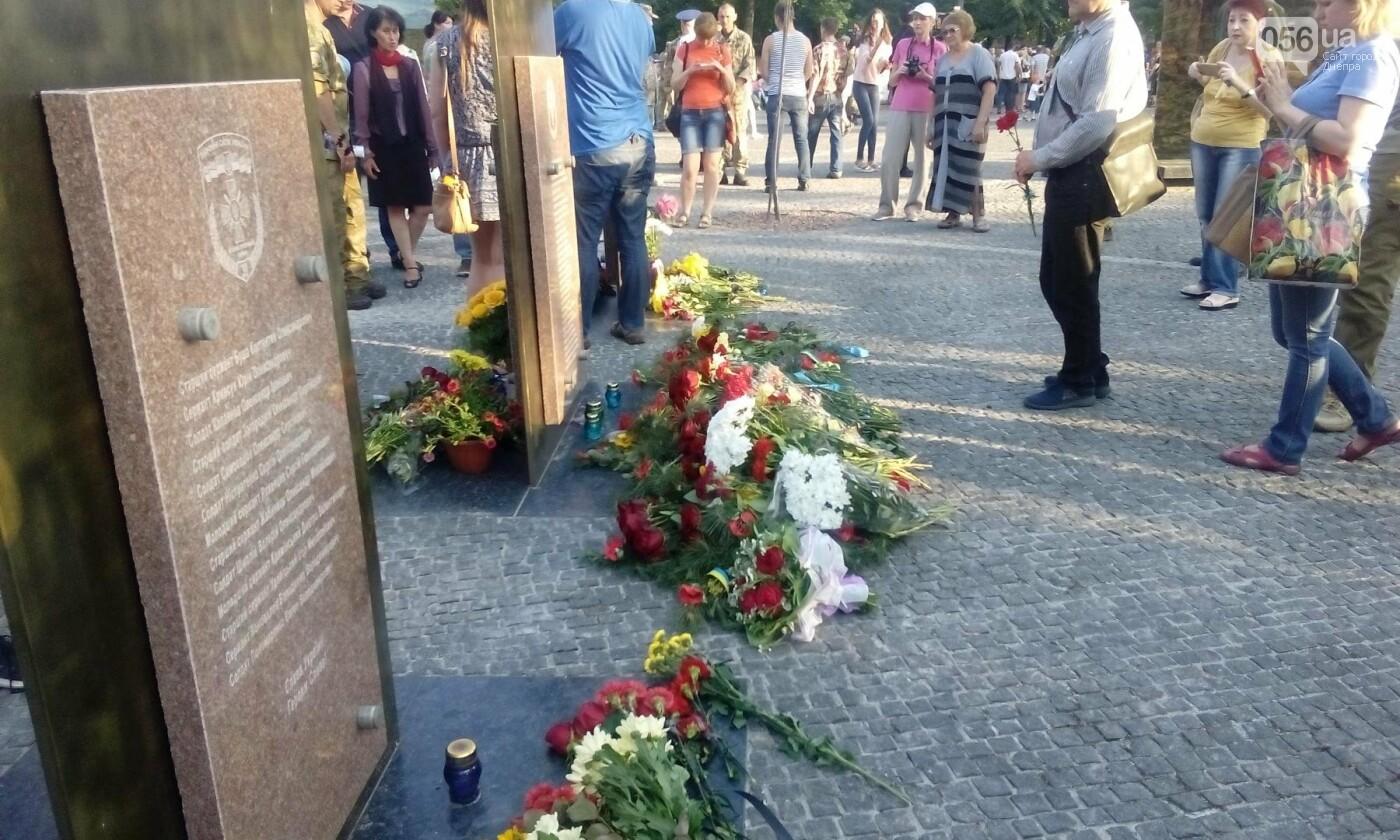В Днепре почтили память военных погибших в сбитом над Луганском самолете ИЛ-76, - ФОТО, ВИДЕО, фото-10
