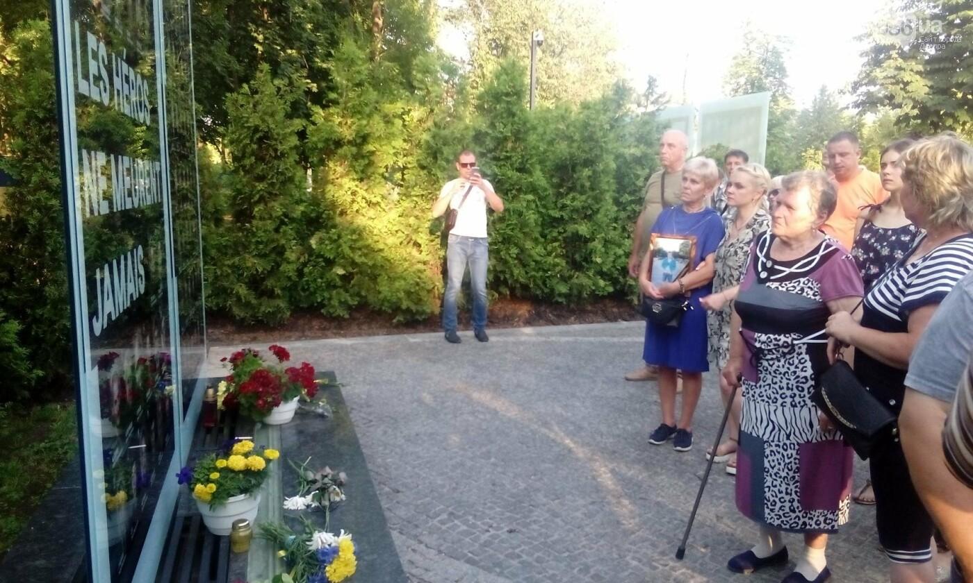 В Днепре почтили память военных погибших в сбитом над Луганском самолете ИЛ-76, - ФОТО, ВИДЕО, фото-11