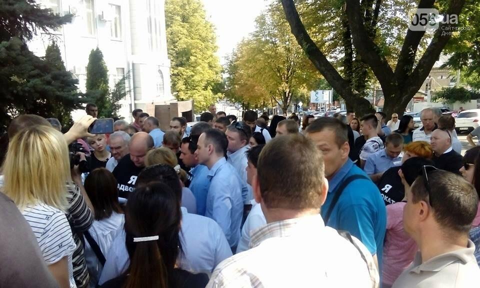В Днепре адвокаты вышли на митинг в защиту избитой в Кривом Роге коллеги, - ФОТО, ВИДЕО, фото-4
