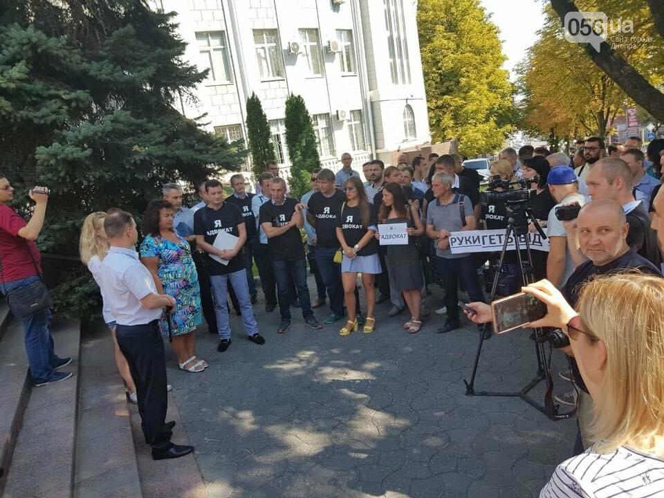 В Днепре адвокаты вышли на митинг в защиту избитой в Кривом Роге коллеги, - ФОТО, ВИДЕО, фото-5