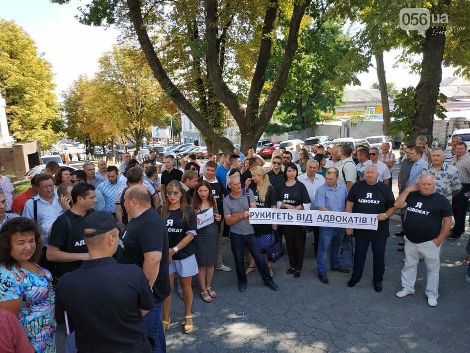 В Днепре адвокаты вышли на митинг в защиту избитой в Кривом Роге коллеги, - ФОТО, ВИДЕО, фото-1
