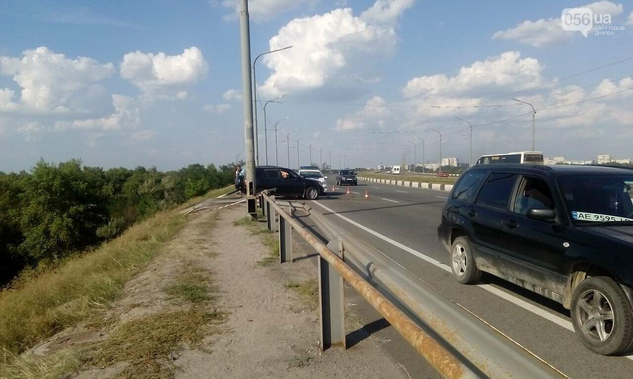 В Днепре с Кайдакского моста слетел джип: пострадал водитель, - ФОТО, ВИДЕО, фото-1