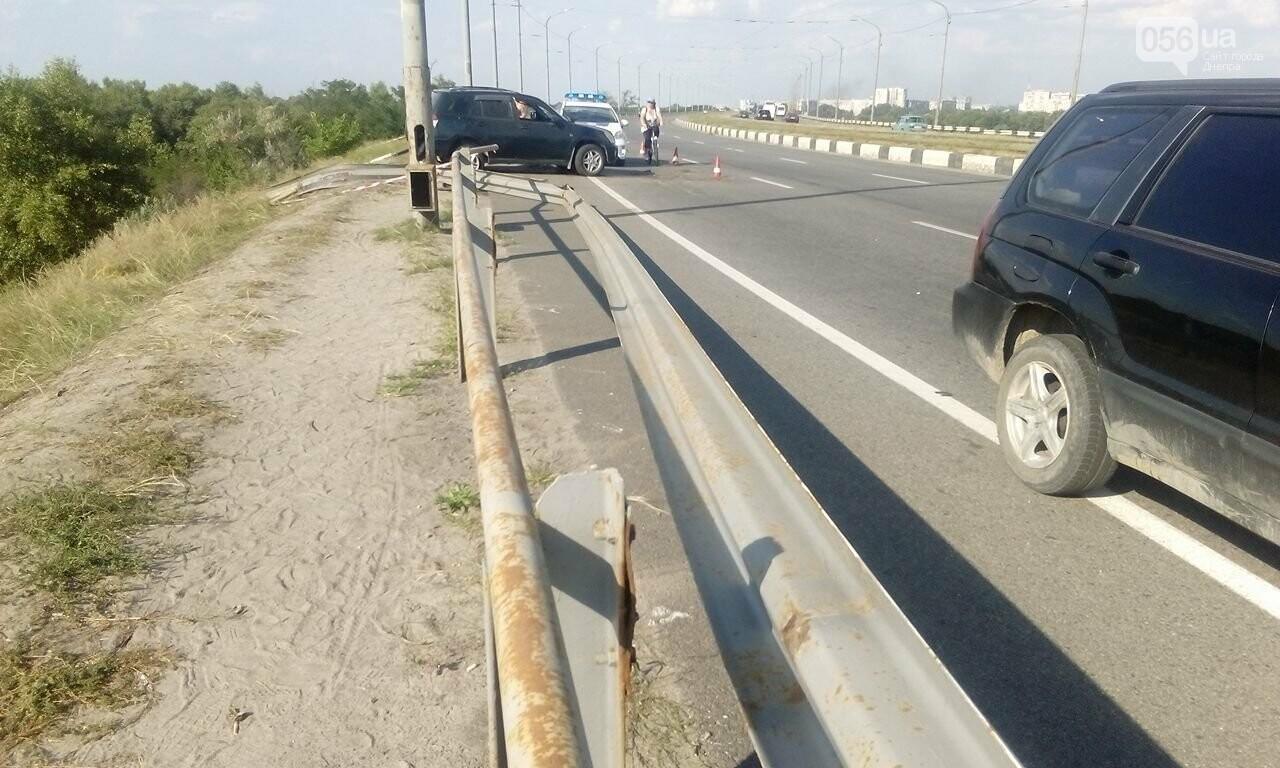 В Днепре с Кайдакского моста слетел джип: пострадал водитель, - ФОТО, ВИДЕО, фото-3