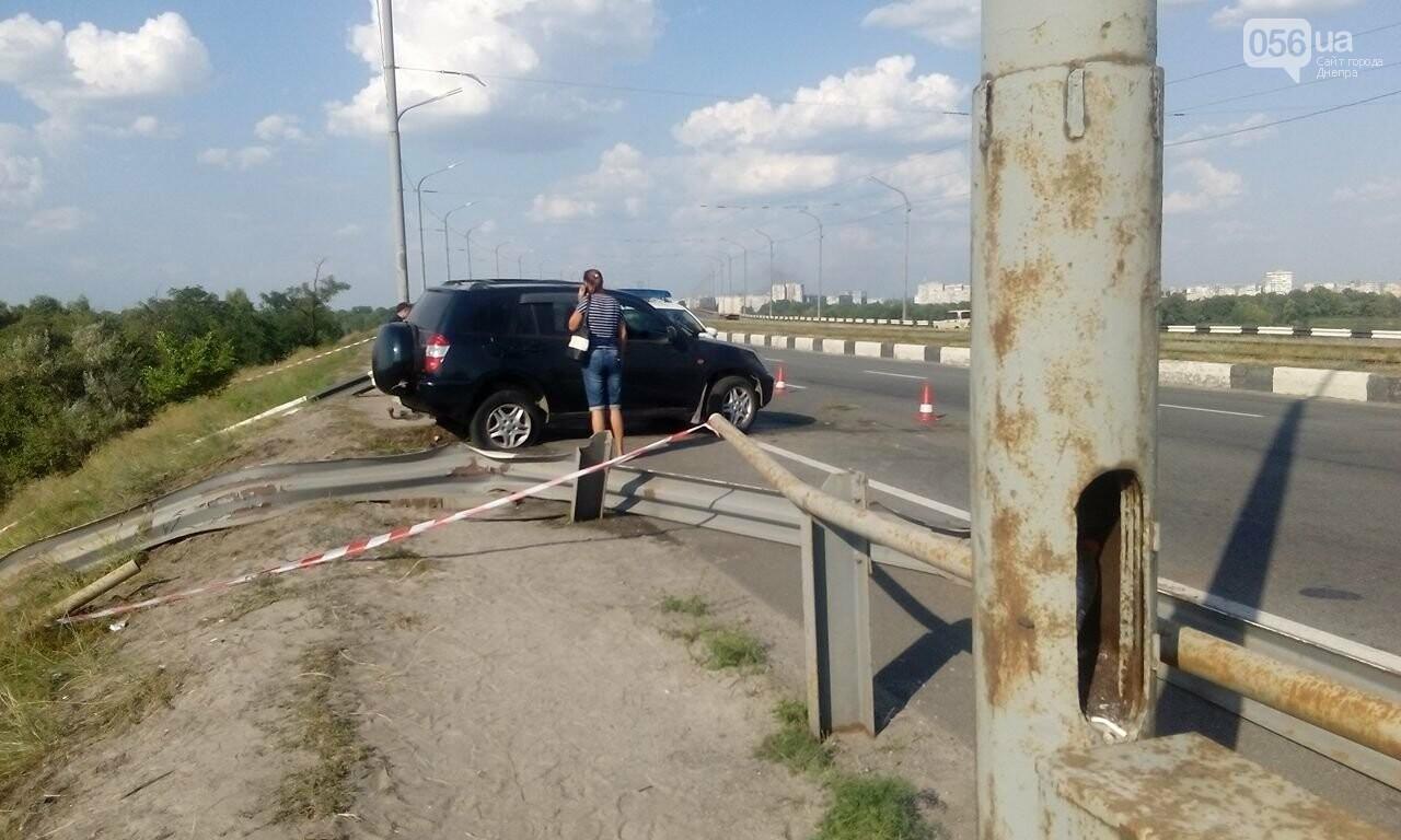В Днепре с Кайдакского моста слетел джип: пострадал водитель, - ФОТО, ВИДЕО, фото-2