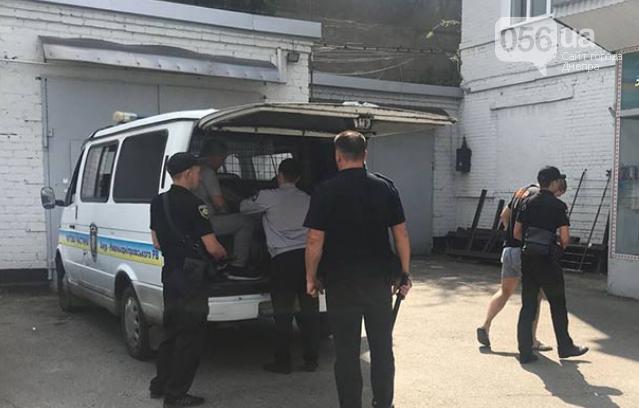 В Днепре патрульные спасли мужчину, которого похитили и запихнули в багажник, - ФОТО, ВИДЕО, фото-1