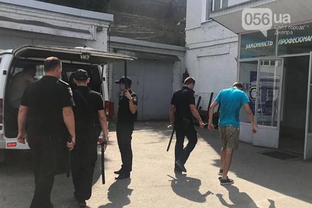 В Днепре патрульные спасли мужчину, которого похитили и запихнули в багажник, - ФОТО, ВИДЕО, фото-2