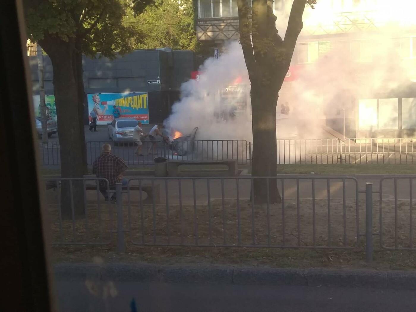 В Днепре во время движения загорелась легковушка,  - ФОТО, фото-2