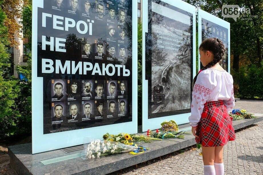 В Днепре почтили память военных, погибших под Иловайском, - ФОТО, фото-1