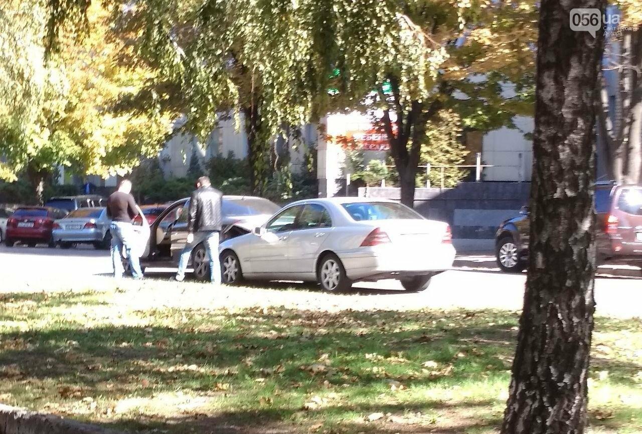 В Днепре на проспекте Поля столкнулись два Mercedes: движение затруднено, - ФОТО, фото-2