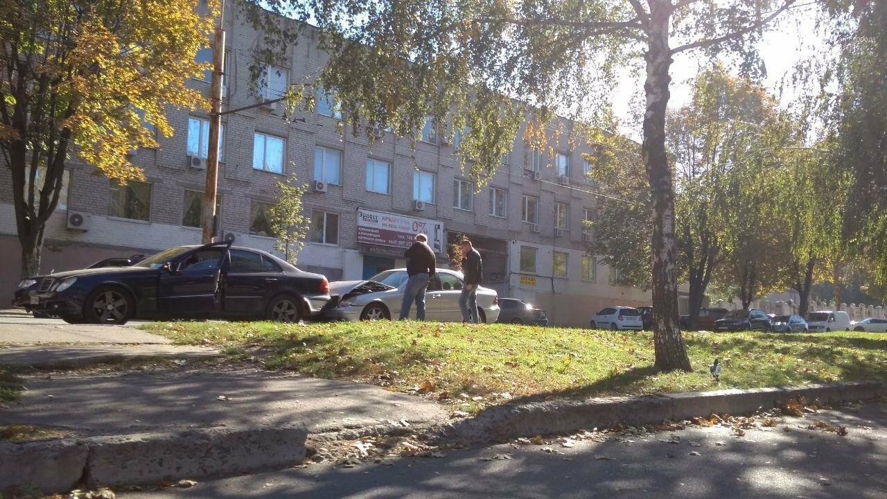 В Днепре на проспекте Поля столкнулись два Mercedes: движение затруднено, - ФОТО, фото-4