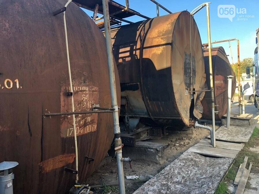 В Днепре разоблачили подпольный завод, который изготавливал спирт из стеклоомывателей, - ФОТО, фото-1