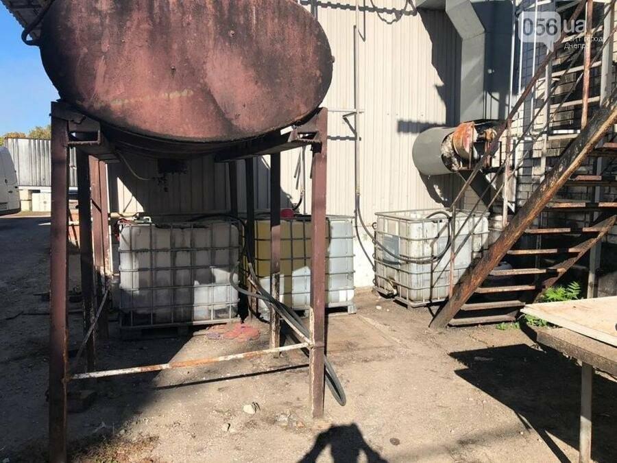 В Днепре разоблачили подпольный завод, который изготавливал спирт из стеклоомывателей, - ФОТО, фото-2
