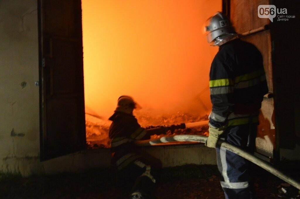 Под Днепром сгорел цех обувного производства, - ФОТО, ВИДЕО, фото-1