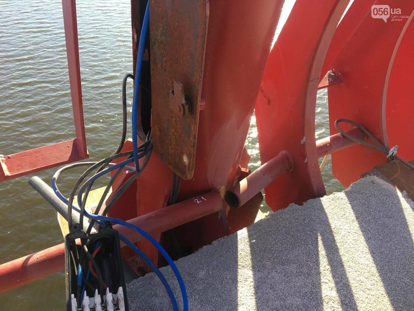 На Новом мосту в Днепре продолжает падать фонарный столб: что с ним будут делать, - ФОТО,  ВИДЕО, фото-3