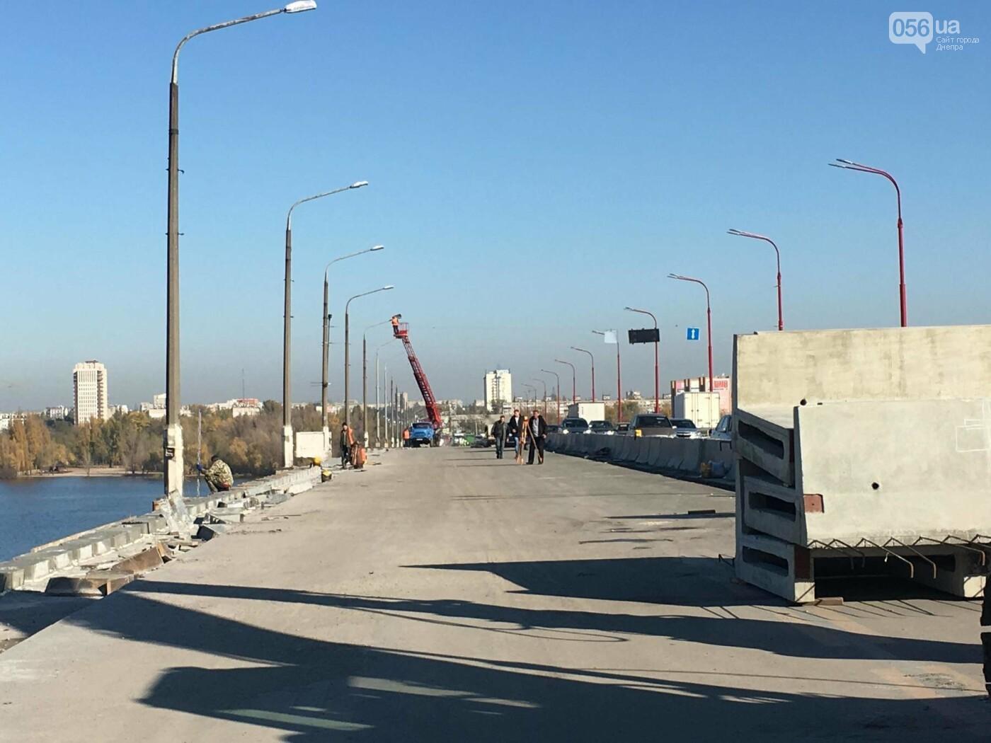 На Новом мосту в Днепре продолжает падать фонарный столб: что с ним будут делать, - ФОТО,  ВИДЕО, фото-4