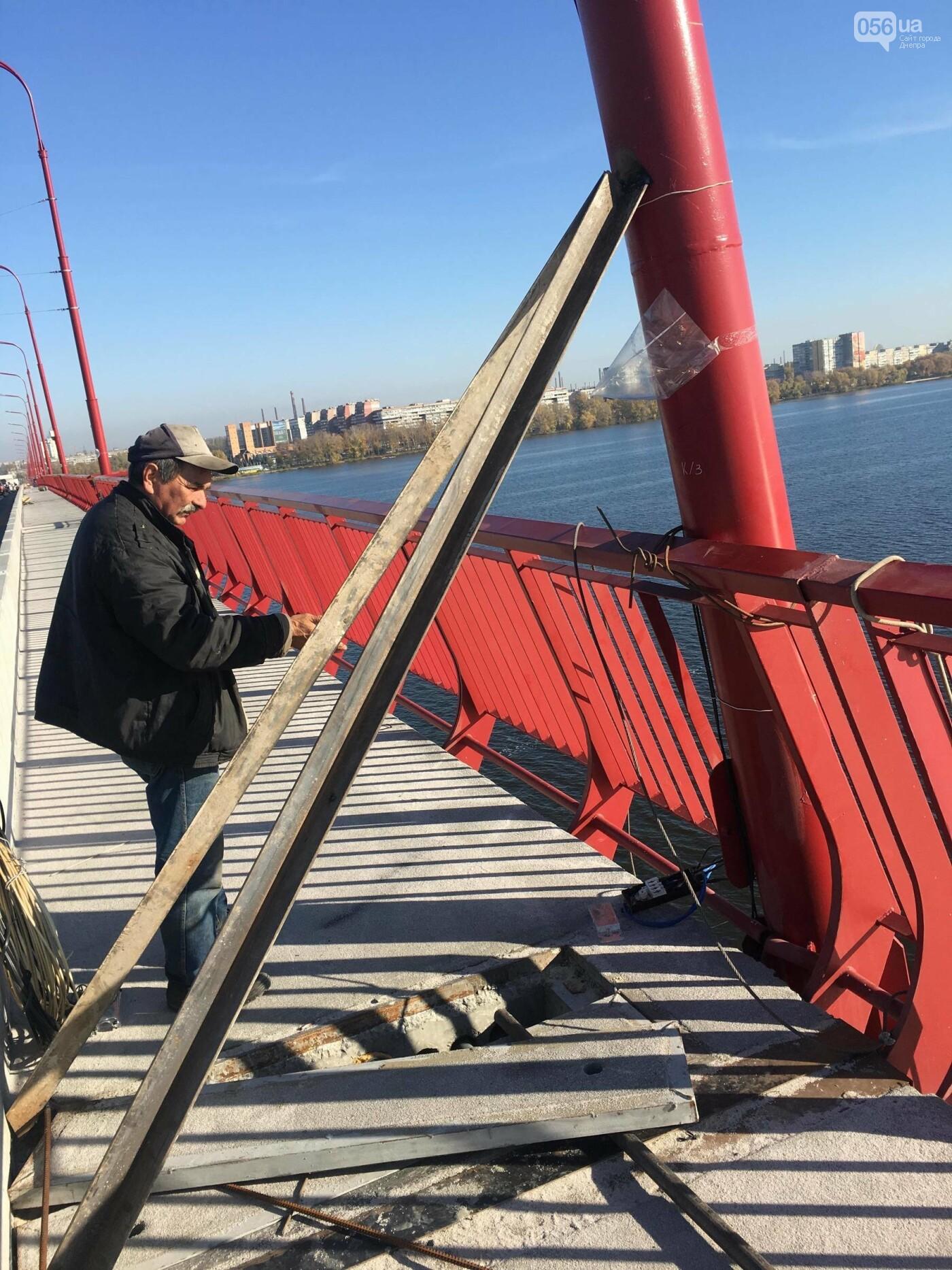 На Новом мосту в Днепре продолжает падать фонарный столб: что с ним будут делать, - ФОТО,  ВИДЕО, фото-13