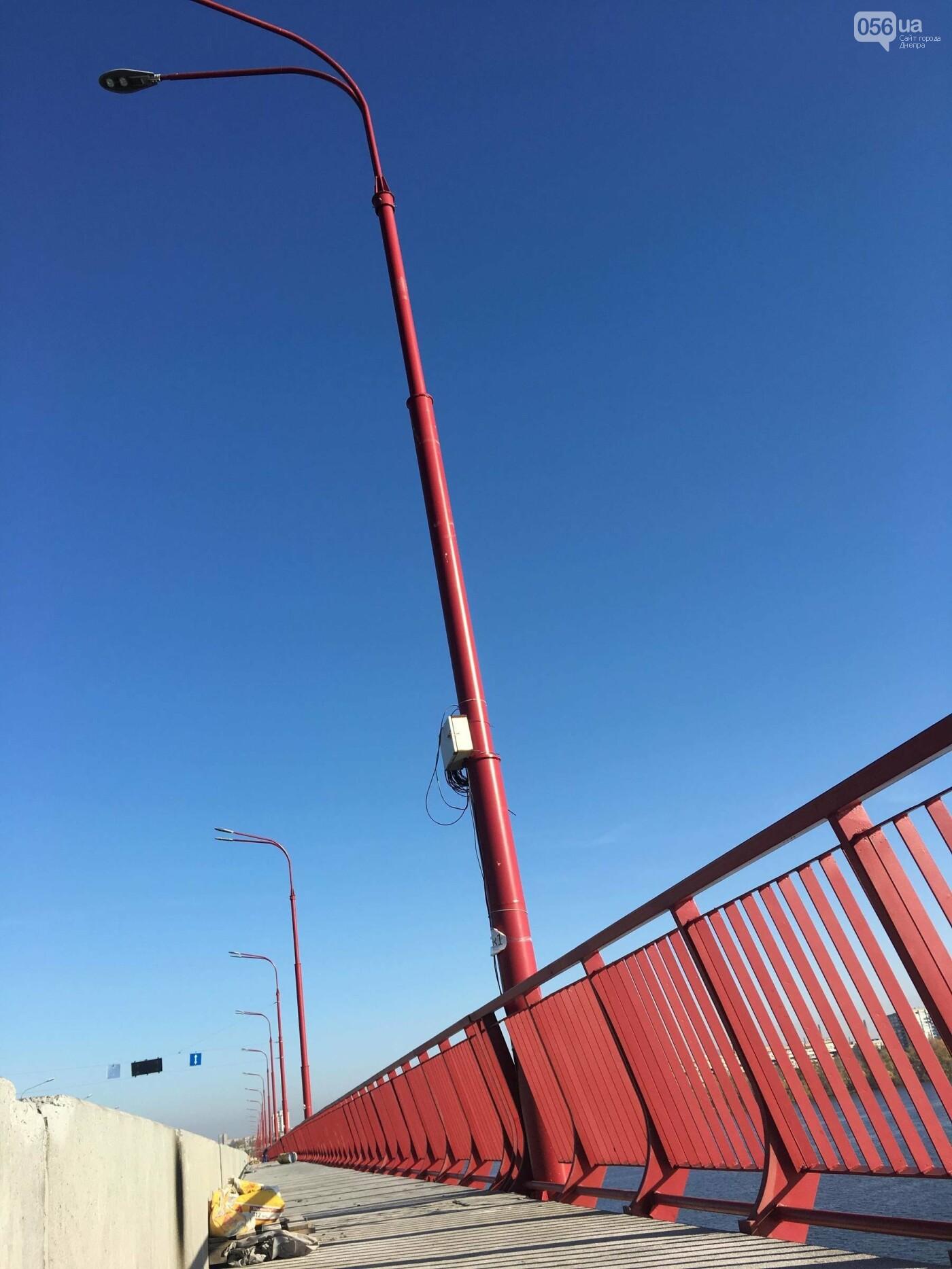 На Новом мосту в Днепре продолжает падать фонарный столб: что с ним будут делать, - ФОТО,  ВИДЕО, фото-10