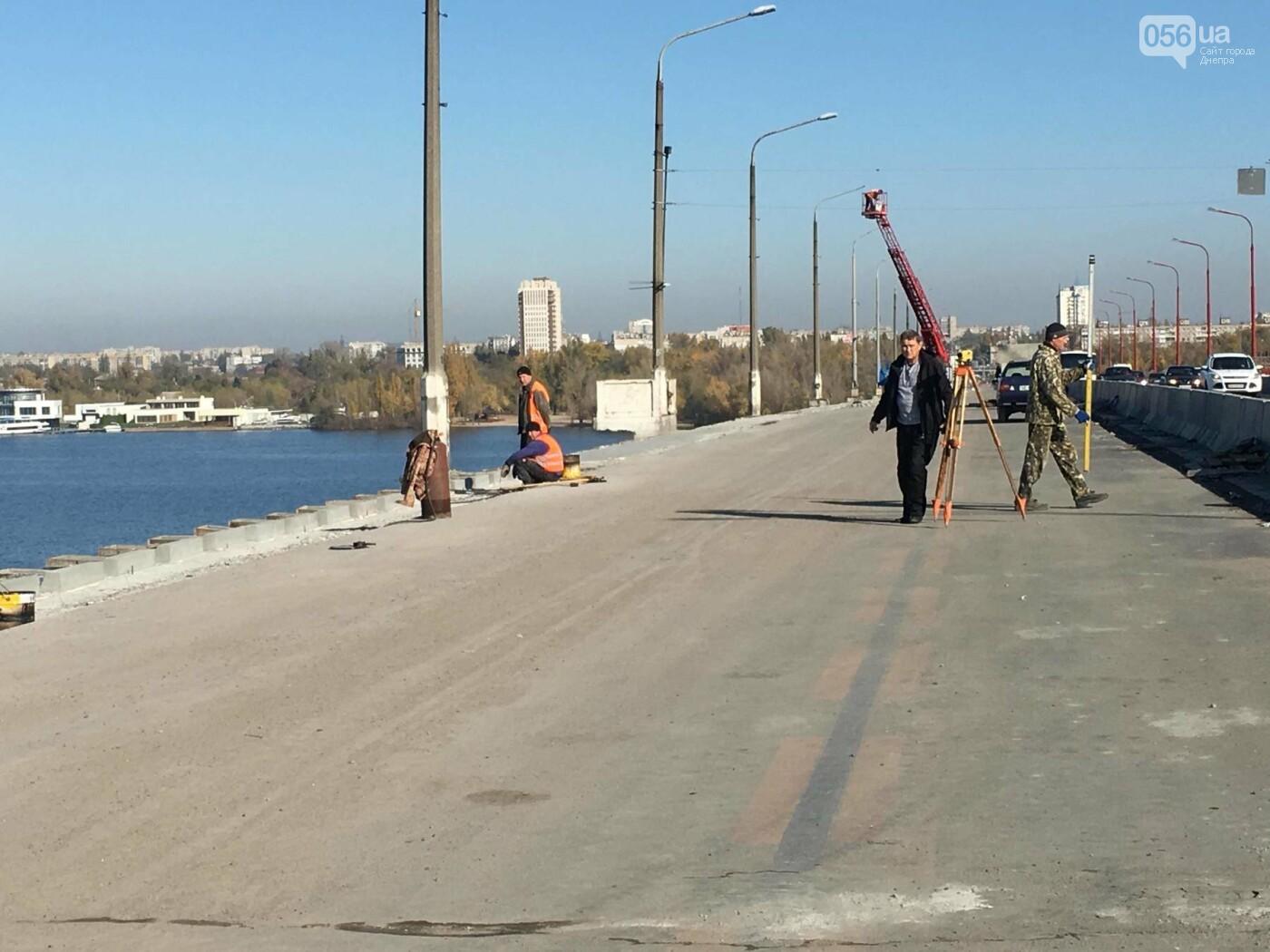 На Новом мосту в Днепре продолжает падать фонарный столб: что с ним будут делать, - ФОТО,  ВИДЕО, фото-6
