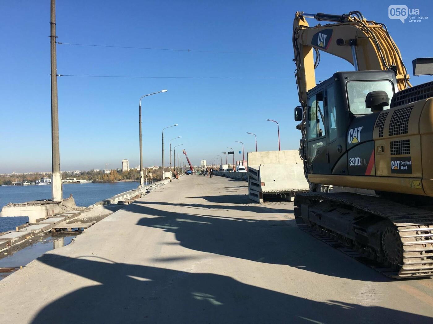 На Новом мосту в Днепре продолжает падать фонарный столб: что с ним будут делать, - ФОТО,  ВИДЕО, фото-9