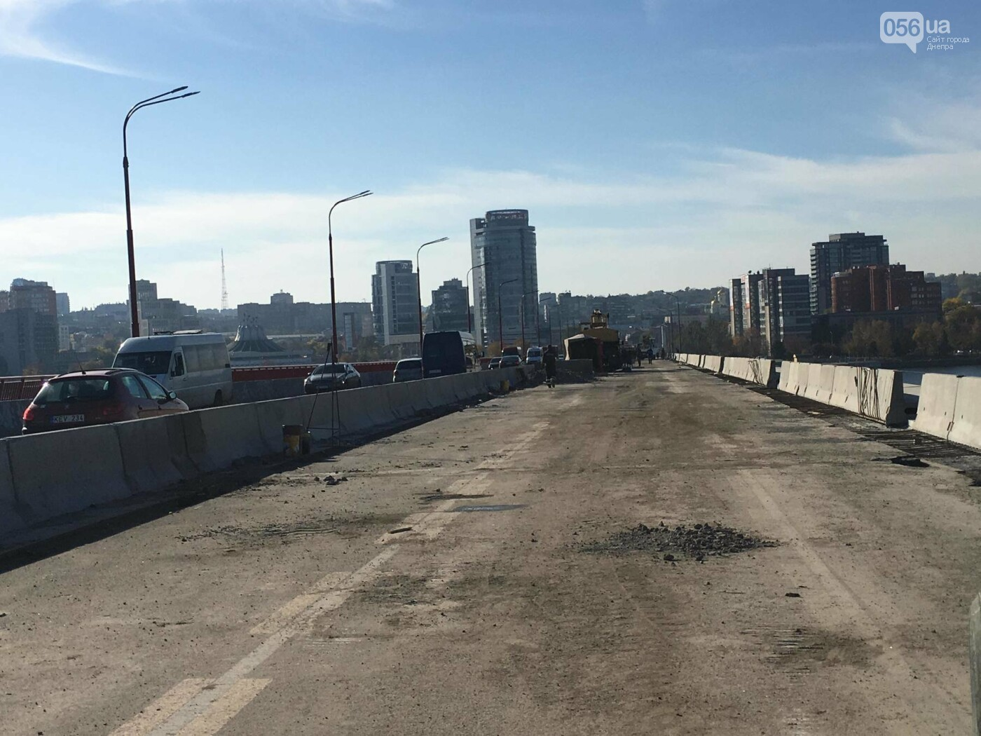 На Новом мосту в Днепре продолжает падать фонарный столб: что с ним будут делать, - ФОТО,  ВИДЕО, фото-5