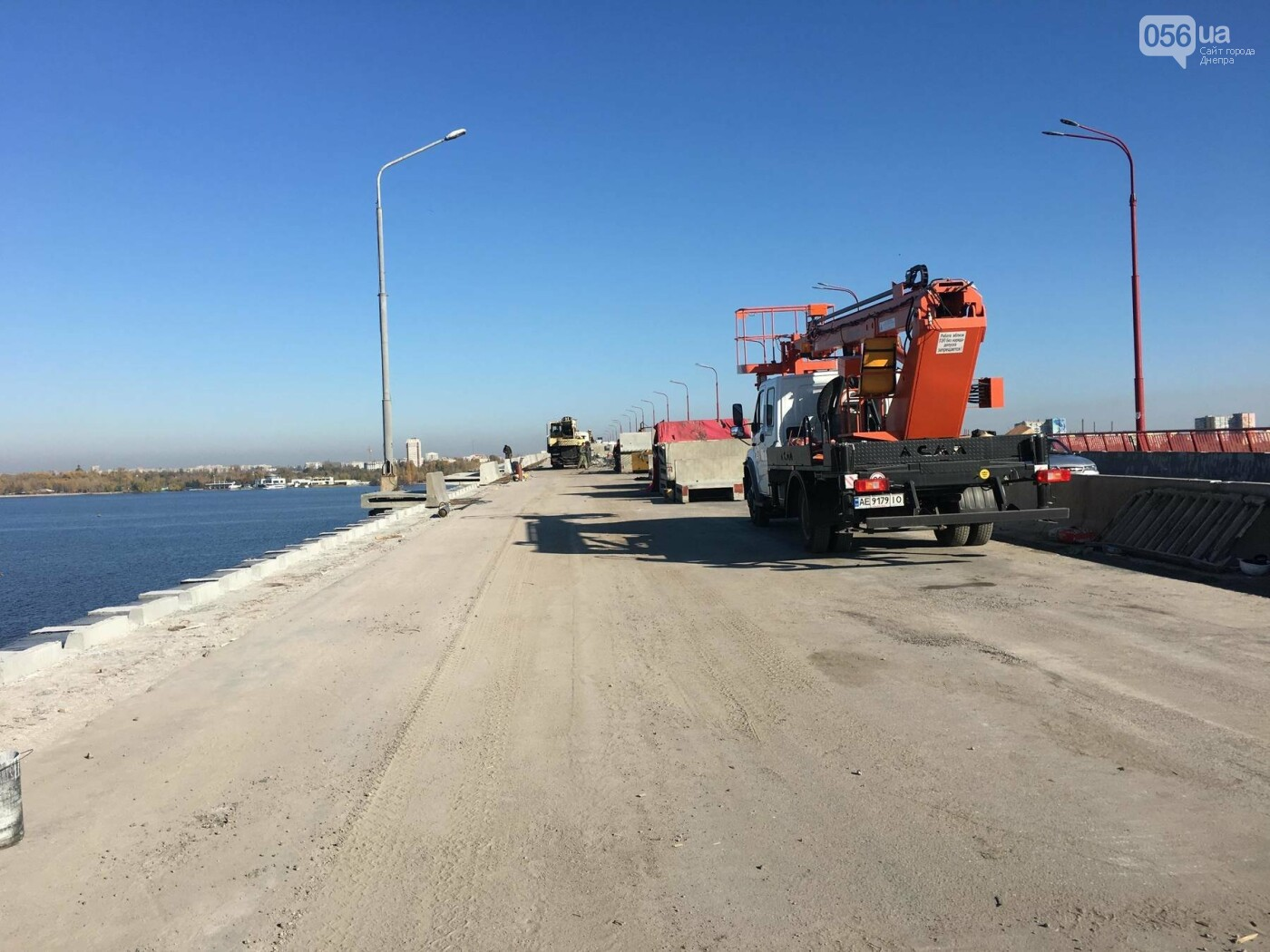 На Новом мосту в Днепре продолжает падать фонарный столб: что с ним будут делать, - ФОТО,  ВИДЕО, фото-8