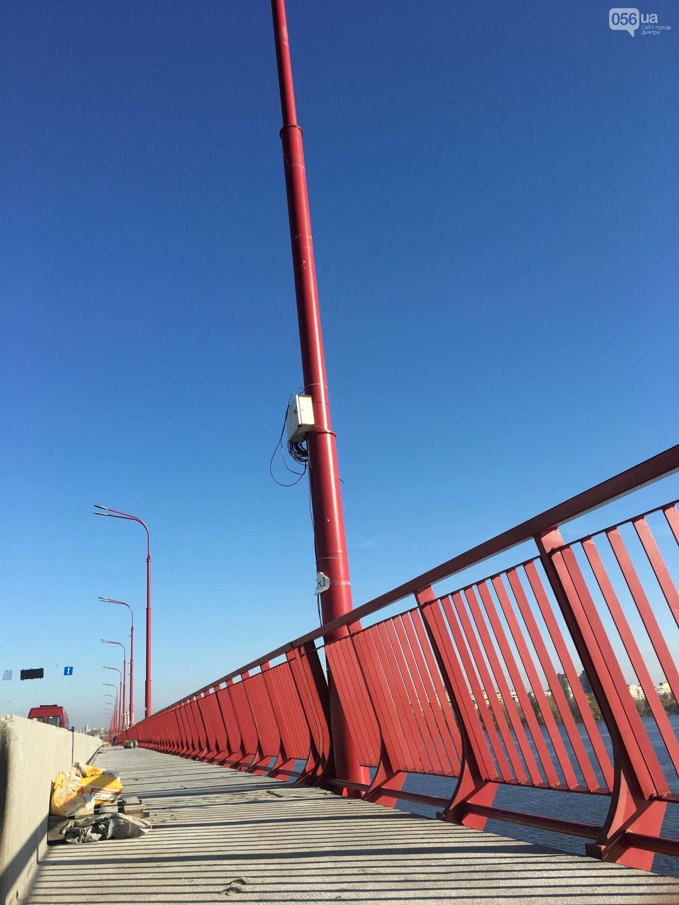 На Новом мосту в Днепре продолжает падать фонарный столб: что с ним будут делать, - ФОТО,  ВИДЕО, фото-11